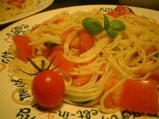間引きバジルとトマトのパスタ